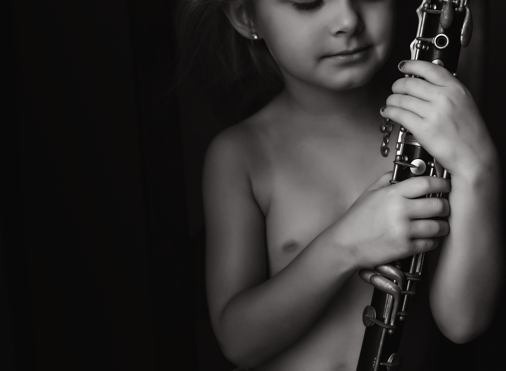 02 mom's clarinet black and white child musical instrument window light edmond ok photographer oklahoma city natural light (5).png