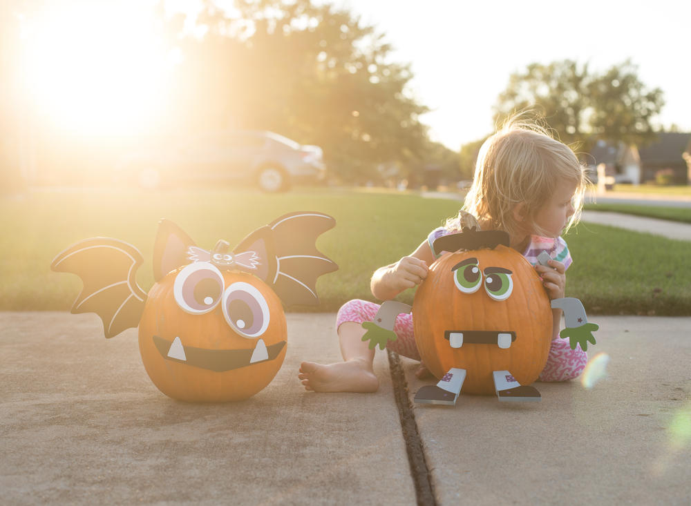 05 decorating pumpkins sisters natural light sunset siblings family edmond ok photographer oklahoma city (4).png