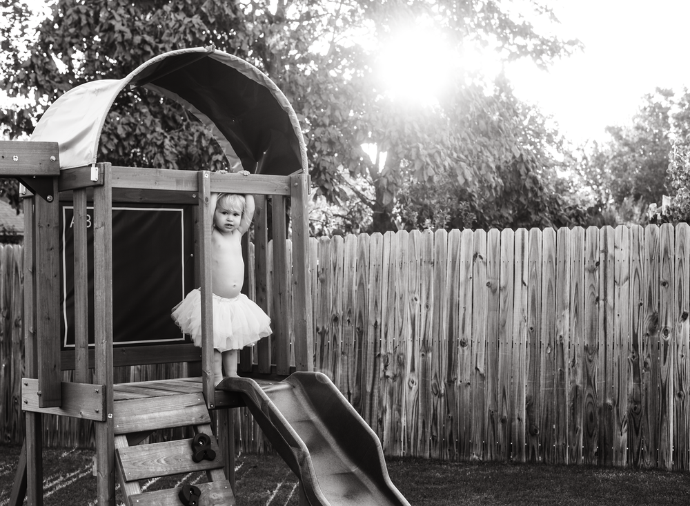 01 fall evenings sisters backyard swingset play eat dinner toddler siblings girls edmond ok photographer oklahoma city natural light lifestyle (9).png