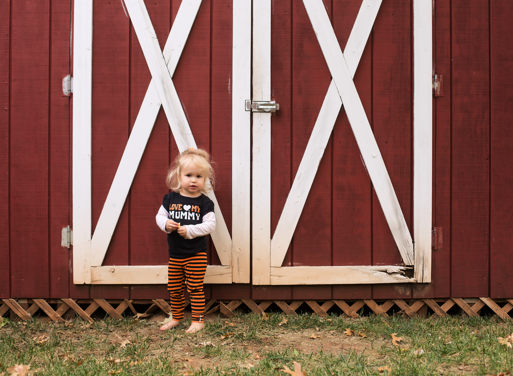 01 I love my mummy toddler girl halloween shirt in front of red barn edmond ok photographer oklahoma city natural light (1).png