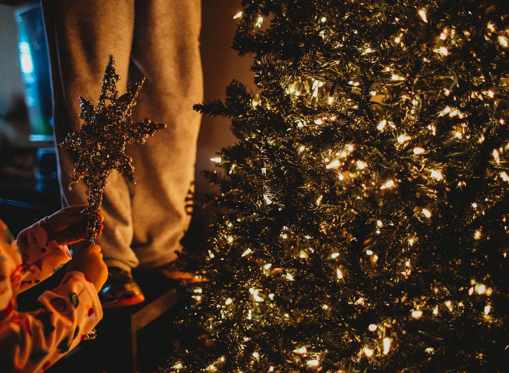 01 It's christmas time tree decorate child family natural light christmas lights family edmond ok photographer oklahoma city lifestyle (5).png