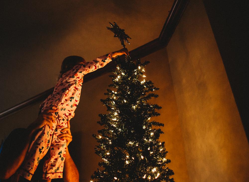 01 It's christmas time tree decorate child family natural light christmas lights family edmond ok photographer oklahoma city lifestyle (6).png