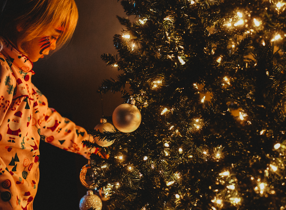01 It's christmas time tree decorate child family natural light christmas lights family edmond ok photographer oklahoma city lifestyle (9).png