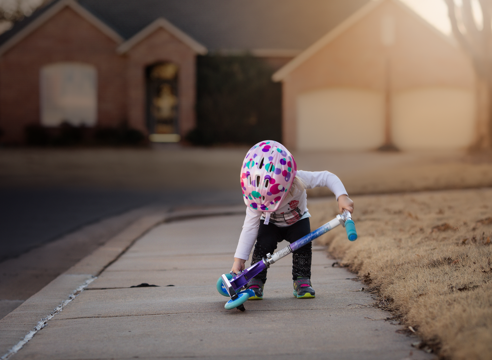 01 try, try again toddler scooter natural light canon 135L helmet girl frozen neighborhood suburban oklahoma lifestyle photographer edmond ok natural light photographer oklahoma city (1).png