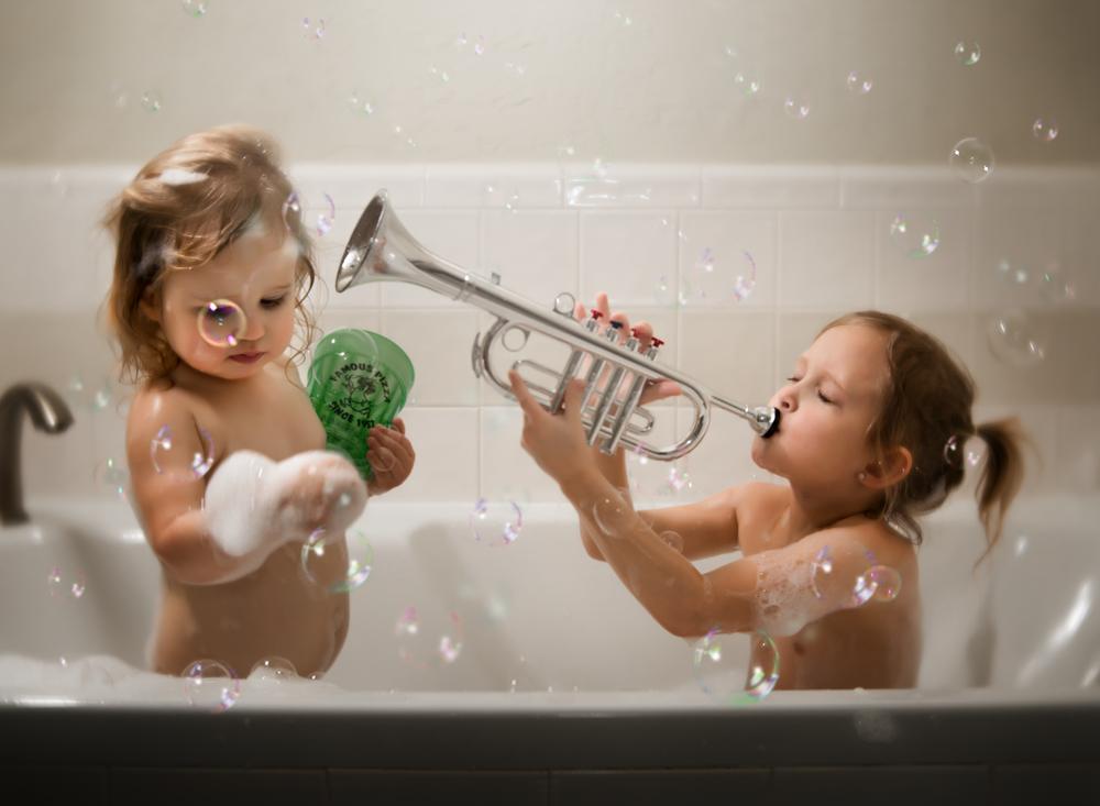 03 bubble bath sister girl child westcott ice light bubble machine lifestyle photography kate luber photography edmond ok photographer oklahoma city (1).png