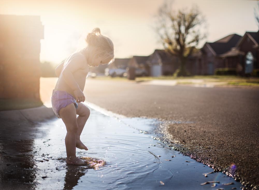 01 puddle splashing golden hour toddler girl suburban natural light lifestyle photography kate luber edmond ok photographer oklahoma city