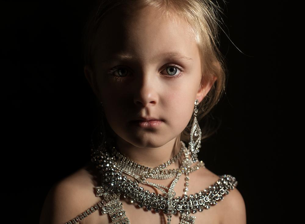 01 diamonds are a girls best friend westcott ice light portrait girl kate luber photography edmond ok photographer oklahoma city (1).png