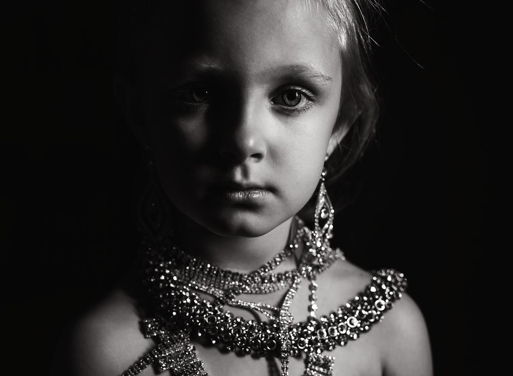 01 diamonds are a girls best friend westcott ice light portrait girl kate luber photography edmond ok photographer oklahoma city (4).png