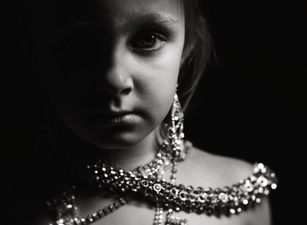 01 diamonds are a girls best friend westcott ice light portrait girl kate luber photography edmond ok photographer oklahoma city (12).png