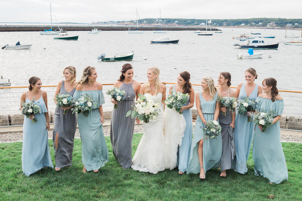 Click over to see more from this autumn coastal wedding.