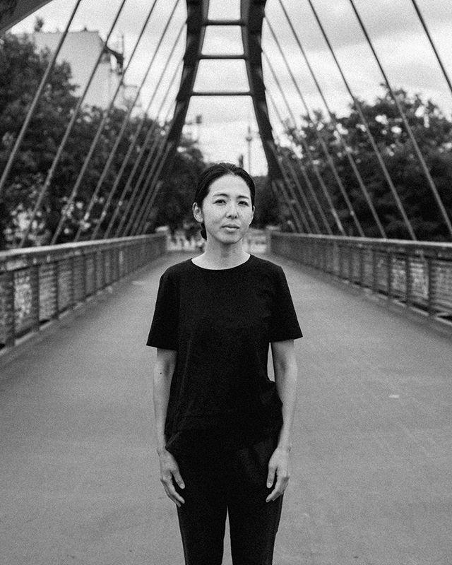 Mana Urakami | Artist  #berlin #artist #artistofberlin #berlinerkünstler #art #japan #artistfromjapan #bw #blackandwhite #schwarzweiss #fotografie #portraitphotography #portrait #bridge #berlinerbrücken
