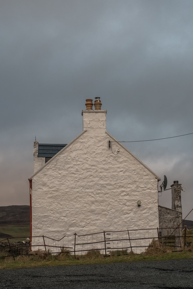 Uig townhouse – Fujifilm X-Pro2 & XF16-55mm WR (1/250th, f9, ISO1600)