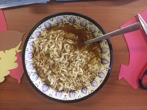 No Name beef flavour instant noodles feat. construction paper leaf shapes.