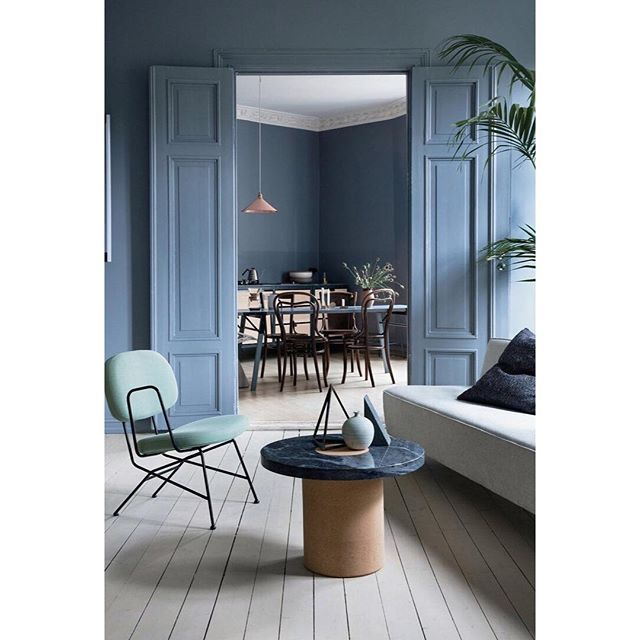 Currently crushing on all things blue, love, love, love this blue tone-in-tone interior, if I remember correctly for @elledecorationse? 👏🏻 Photo by Lars Petter Pettersen 📷 Enjoy your Sunday guys, will get back to you with an update on the renovation soon! 💙