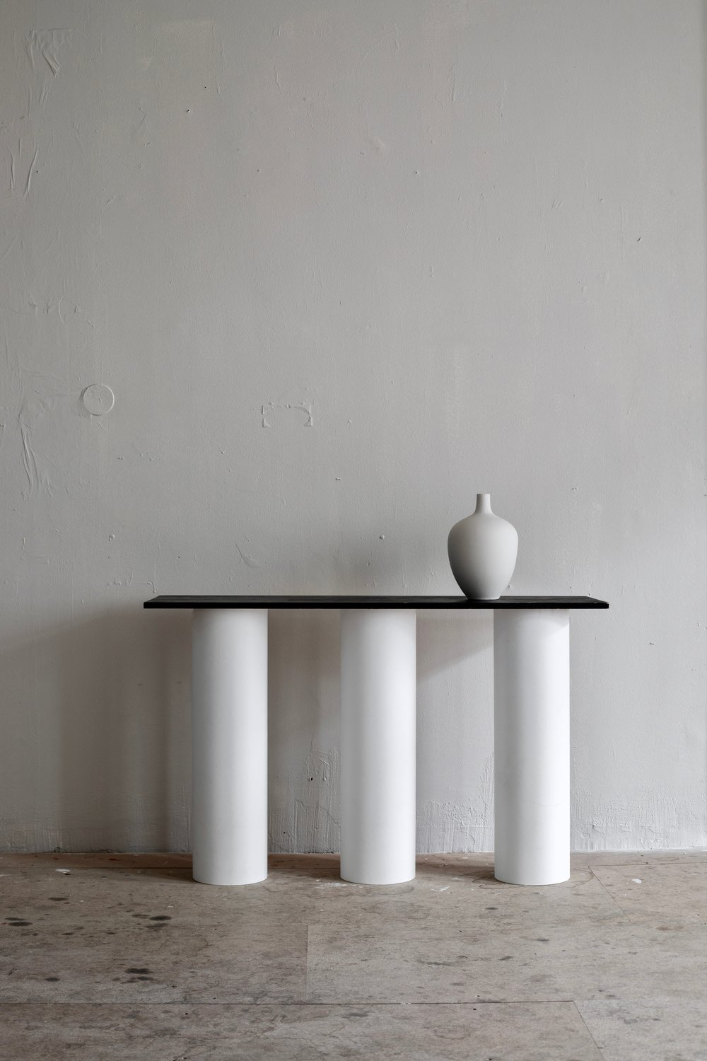 Pictured above is the Veritical Table Legs, with an oval table top that measures 200 x 100 cm.