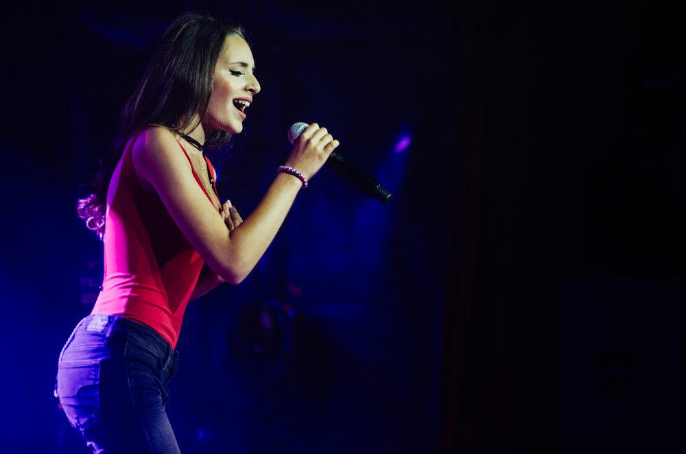 Singer, AJA9