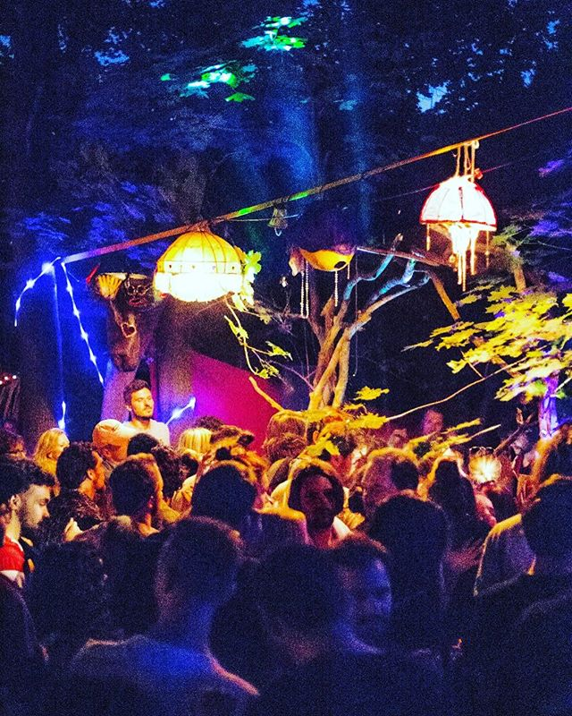 Oriental und Downtempo vom Feinsten beim letzten Journey to Tarab. Foto: @mahaun #journeytotarab #bloom#bloomapp#lights#oriental#downtempo#popupparty#stagedesign#colorful#bubbles#lamp #lampdesign#party#igersvienna#wien #wald #naturelovers #outdoorparty #openairrave #rave