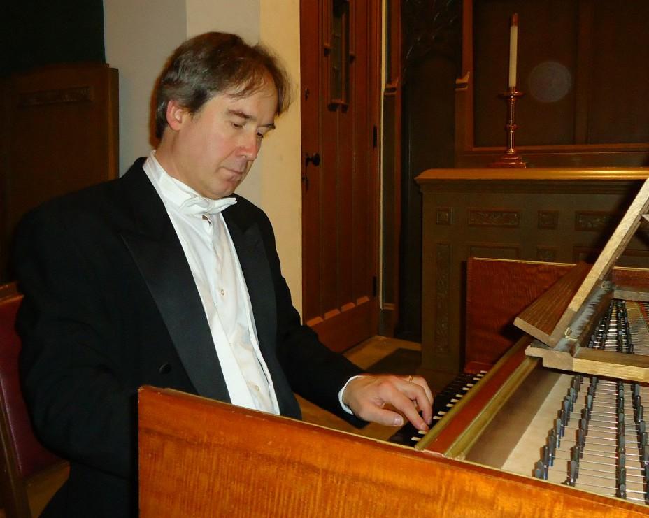 Dr._Sándor_Szabó_playing_a_harpsichord.jpg