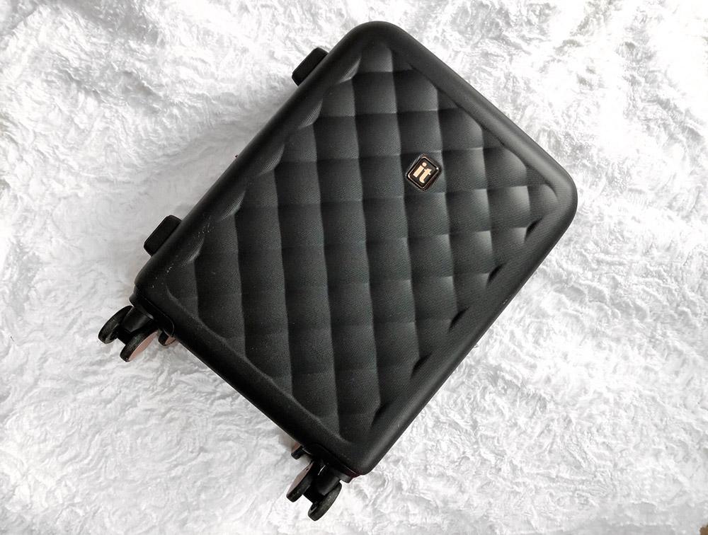 """IT Luggage Hardside 21"""" Cushion-Lux"""