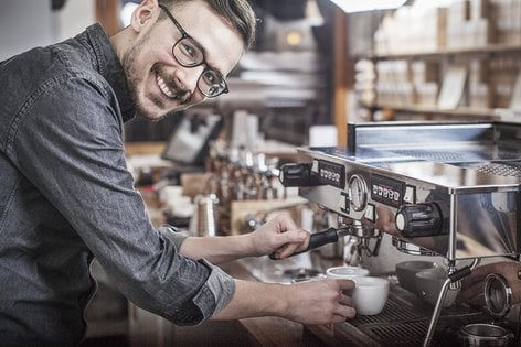 Jelle van Echelpoel  is the Swedish Latte Art Champion for 2013 & 2014 and is currently running a coffee roasting company called Gute Rosteri on the island of Gotland. H e has been a member of the Swedish National Barista Team.