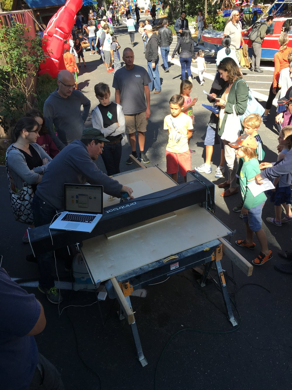 Art Crawler and UCSC OpenLabs were a featured guest at the East Bay Mini Maker Faire in Oakland, Calif., on Sunday, Oct. 23, 2016.  Inventions, creativity, and resourcefulness were all a part of this event and we were honored to be included.