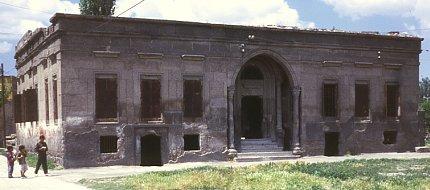 Abandoned Armenian house on Bahçebasi Sok