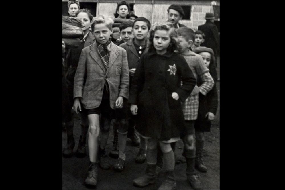 French children in the Drancy transit camp in 1942. Photo Mémorial de la Shoah. Archives CDJC