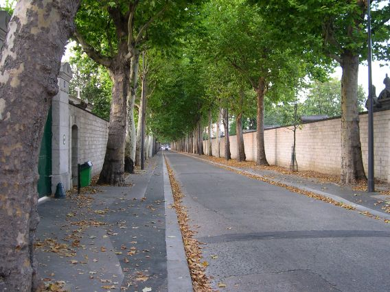 Rue Émile-Richard which cuts through Monparnasse Cemetery