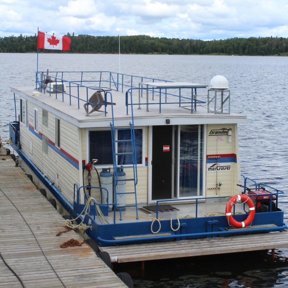 Sioux lookout floating lodges for Lac seul fishing resorts