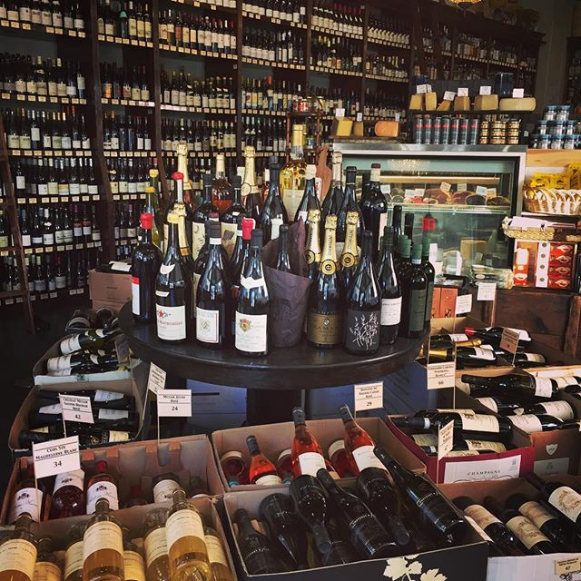 Hanging out at my fave wine store @keifeandco for a few days, pushing the quality vino onto the good people of New Orleans. 😎🍷🍾
