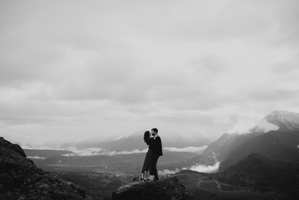 RattlesnakeLedge.SeattleEngagement-2.jpg
