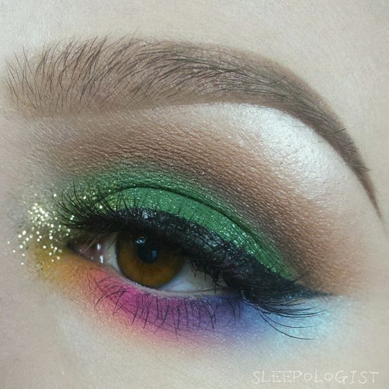 Seriously the coolest St. Patty's eyeshadow I've ever seen. That rainbow on the bottom lid is to die for.