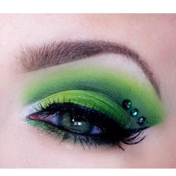 Wanna go all out for your green St. Patty's Day look - this is THE WAY.