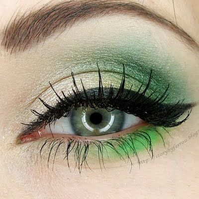 Soft and subtle green. Love the way this is blended. The Liner is on point.