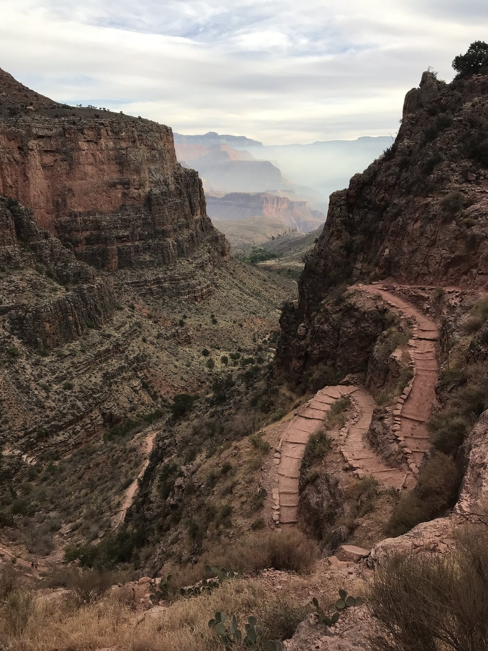Looking into the Grand Canyon from Bright Angel Trail