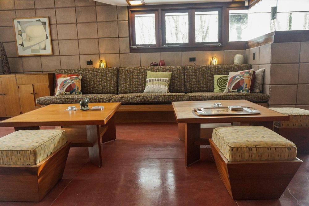 LIVING ROOM SEATING GROUP
