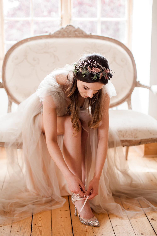 Well Travelled Bride Scottish Highlands Wedding Dress Kelsey Genna