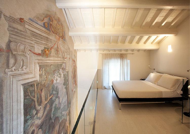 Well+Travelled+Bride+Italy+Honeymoon+Nun+Assisi+Relais+Museum.jpg
