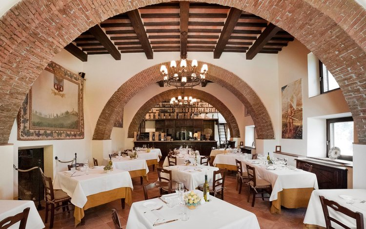 Well+Travelled+Bride+Italy+Honeymoon+Castello+Banfi+Tuscany3.jpg