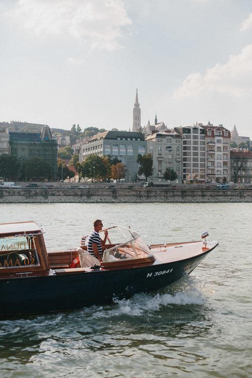 Well+Travelled+Bride+Danube+River+Dunarama+Stylish+Speed+boat.jpg