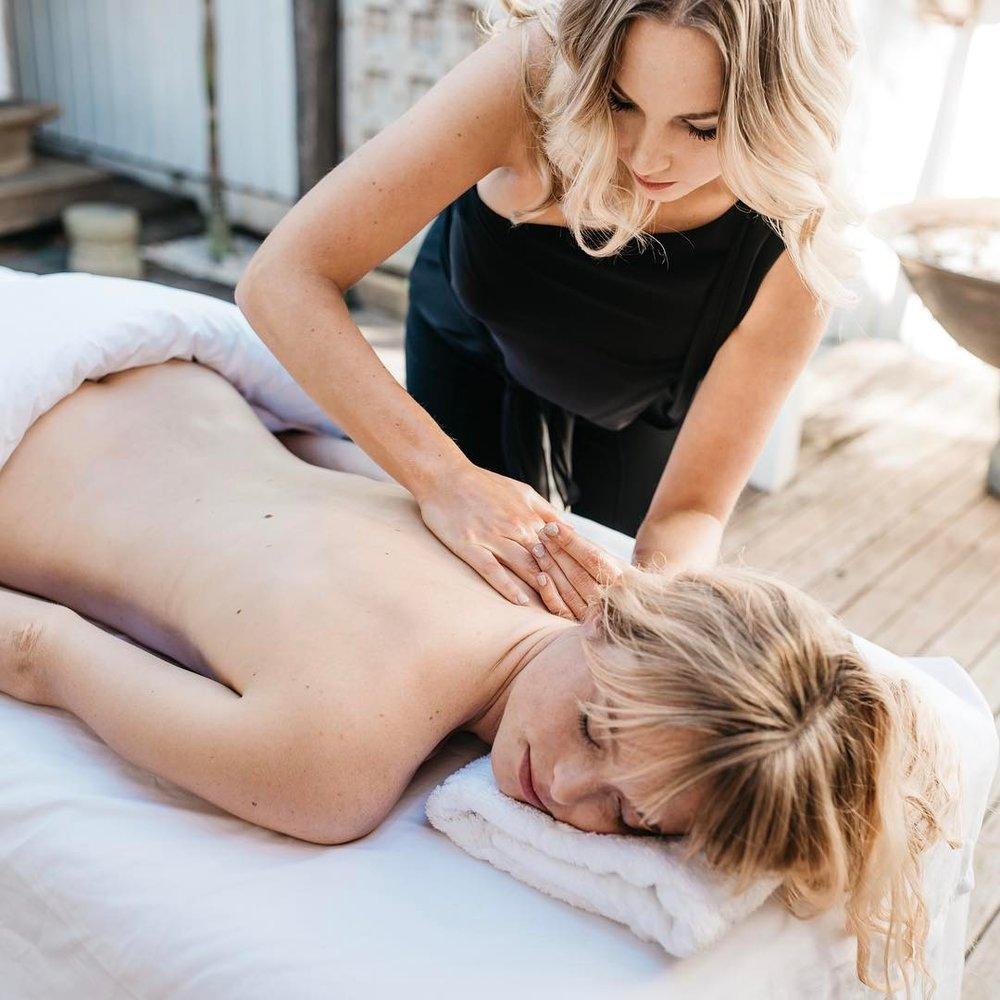 1 Well Travelled Bride Byron Bay Honeymoon Couples Massage Aleisha Marie.jpg