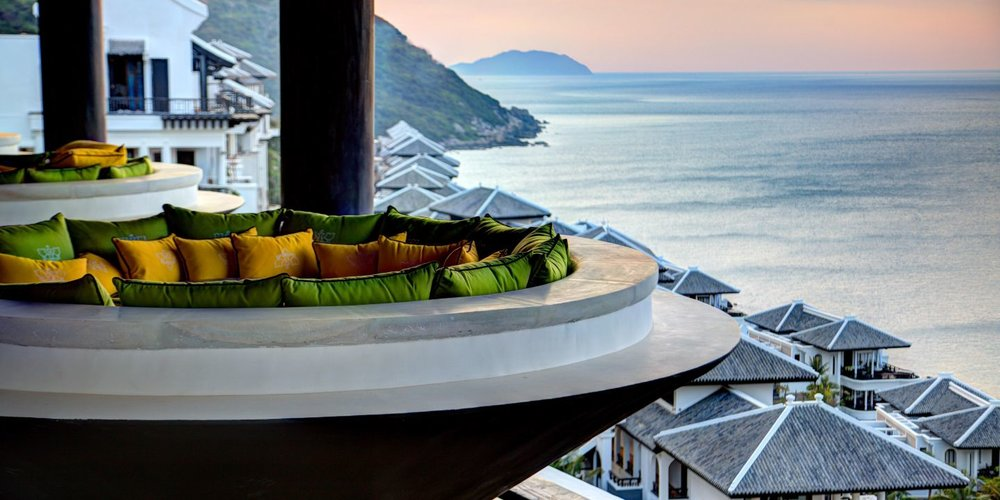 Well+Travelled+Bride+Intercontinental+Da+Nang+Sun+Peninsular+Resort+Honeymoon+Vietnam+(1).jpeg