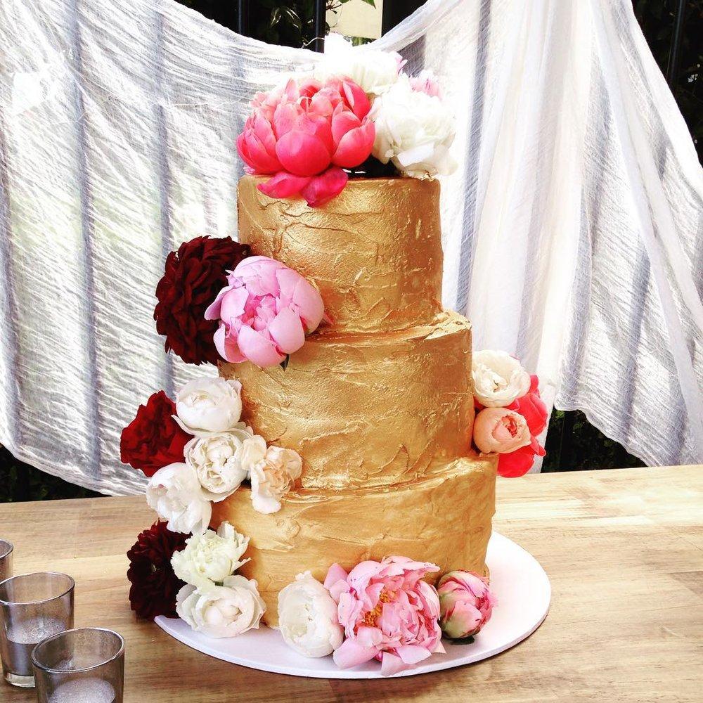 1 Well Travelled Bride Let Them Eat Cake Wedding Cake Byron Bay.jpg