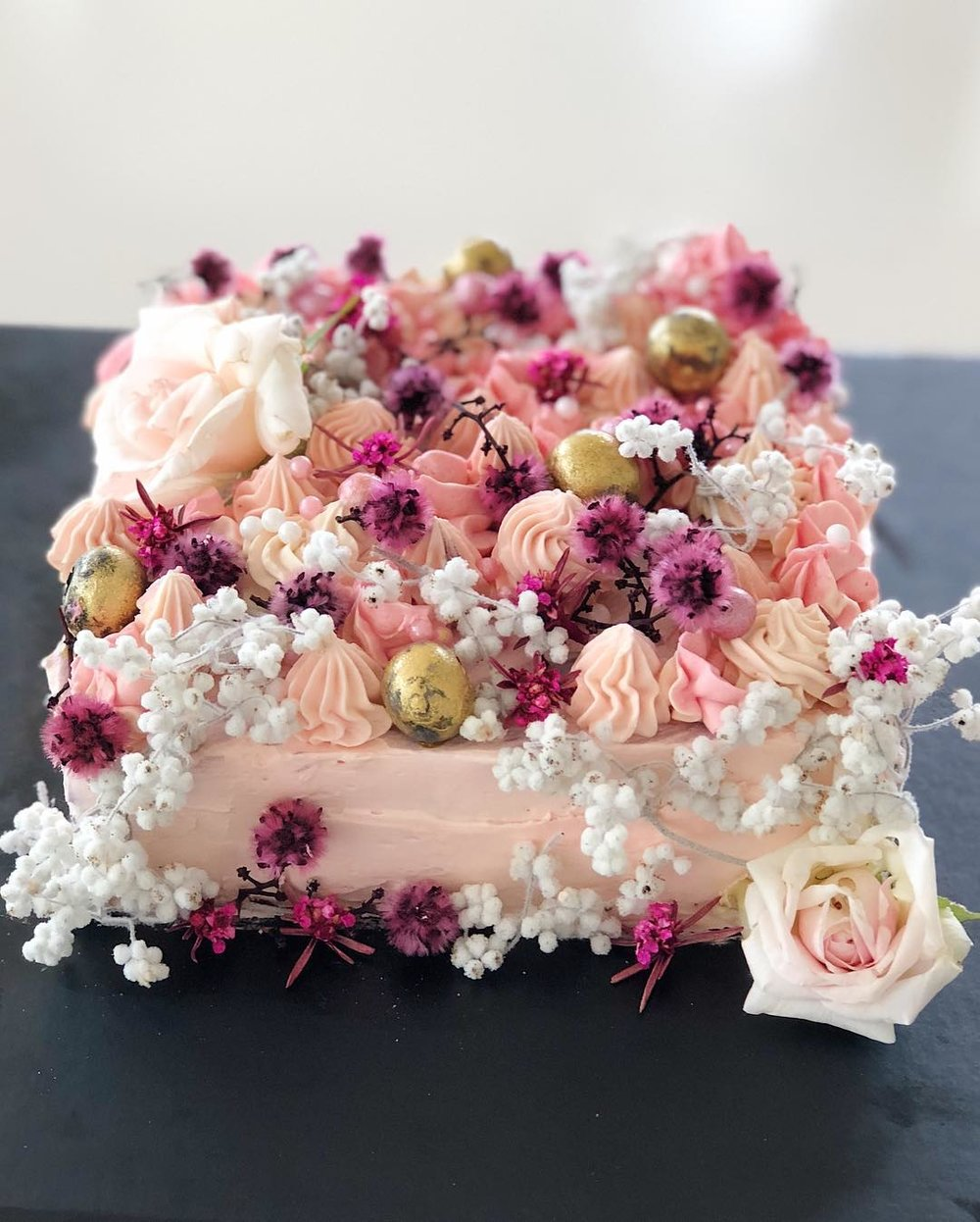 2 Well Travelled Bride Millies of Newrybar Wedding Cakes Byron Bay.jpg