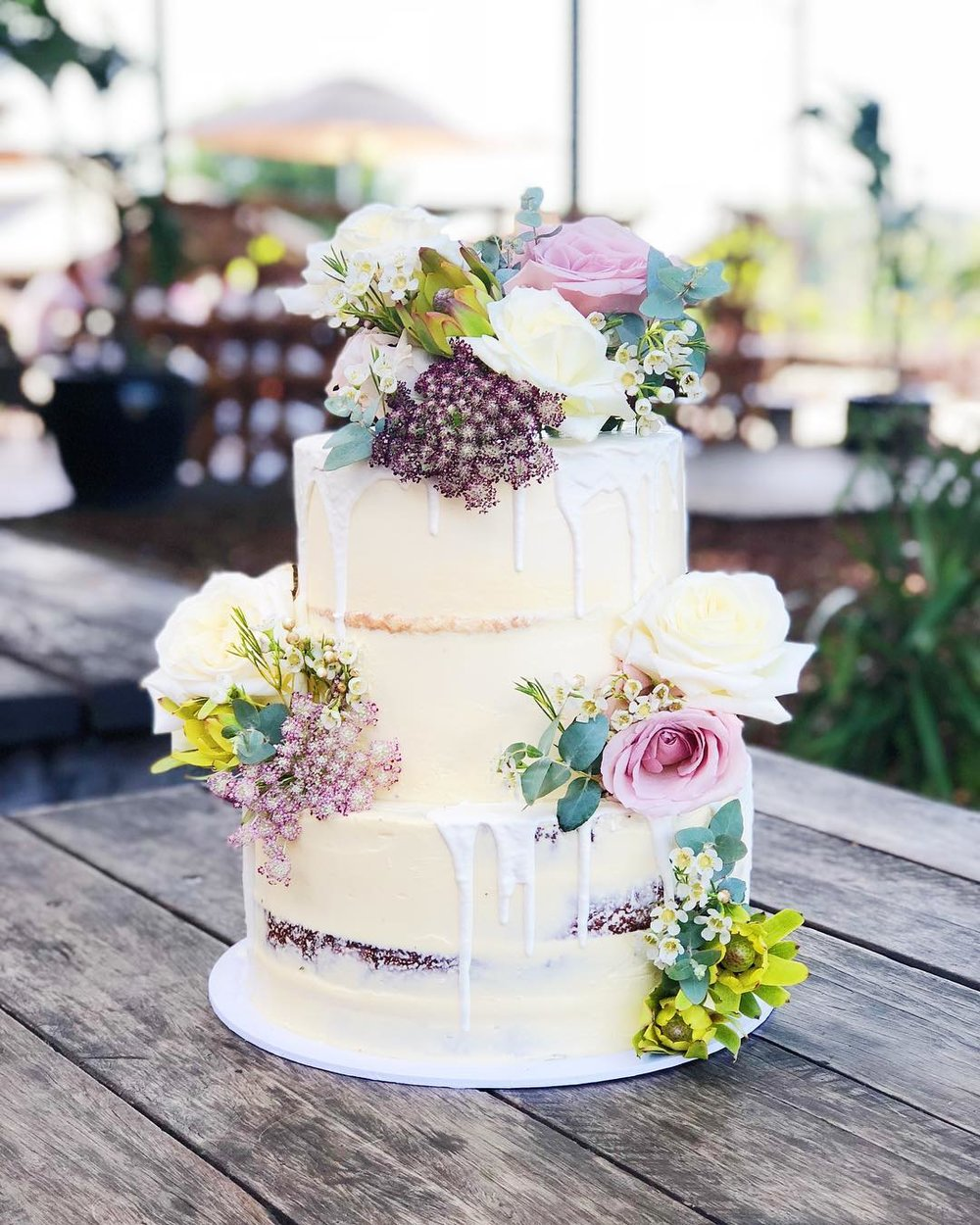 1 Well Travelled Bride Millies of Newrybar Wedding Cakes Byron Bay.jpg