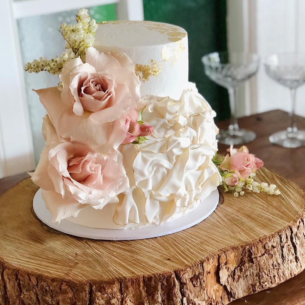 4 Well Travelled Bride Millies of Newrybar Wedding Cakes Byron Bay.jpg