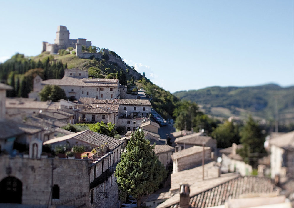 Well+Travelled+Bride+Italy+Honeymoon+Nun+Assisi+Relais+&+Spa+Museum.jpeg