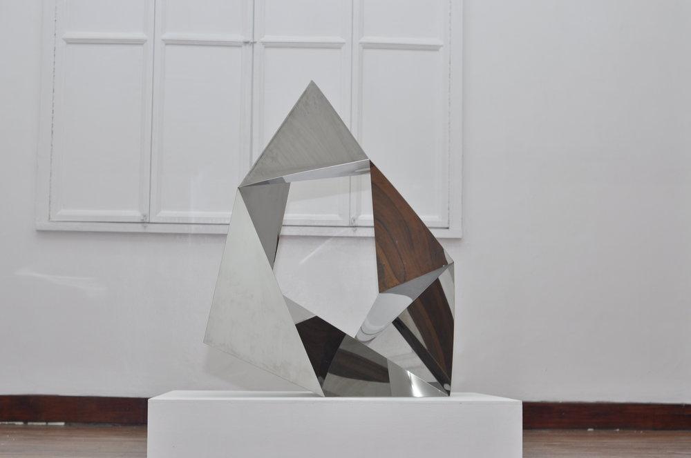 MICAELA BENEDICTO   Loop , 2017 bent mirror steel plate 100 x 85 x 102 cm