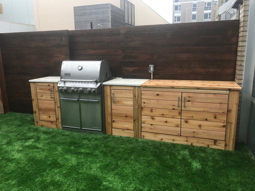 Exceptionnel Knotty Cedar Outdoor Kitchen