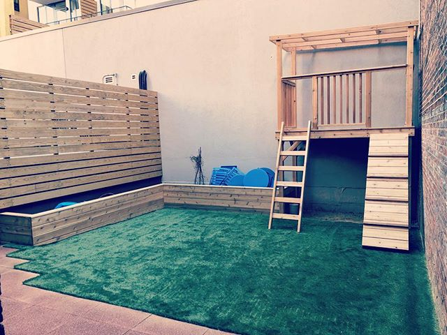 Finished custom cedar play set with cedar planter and artificial turf #dioncitylandscapes #dcloutdoorcontracting #cedar #turf #landscape #landscapephotography #landscaping #custom #wood #woodworking #planter #backyard